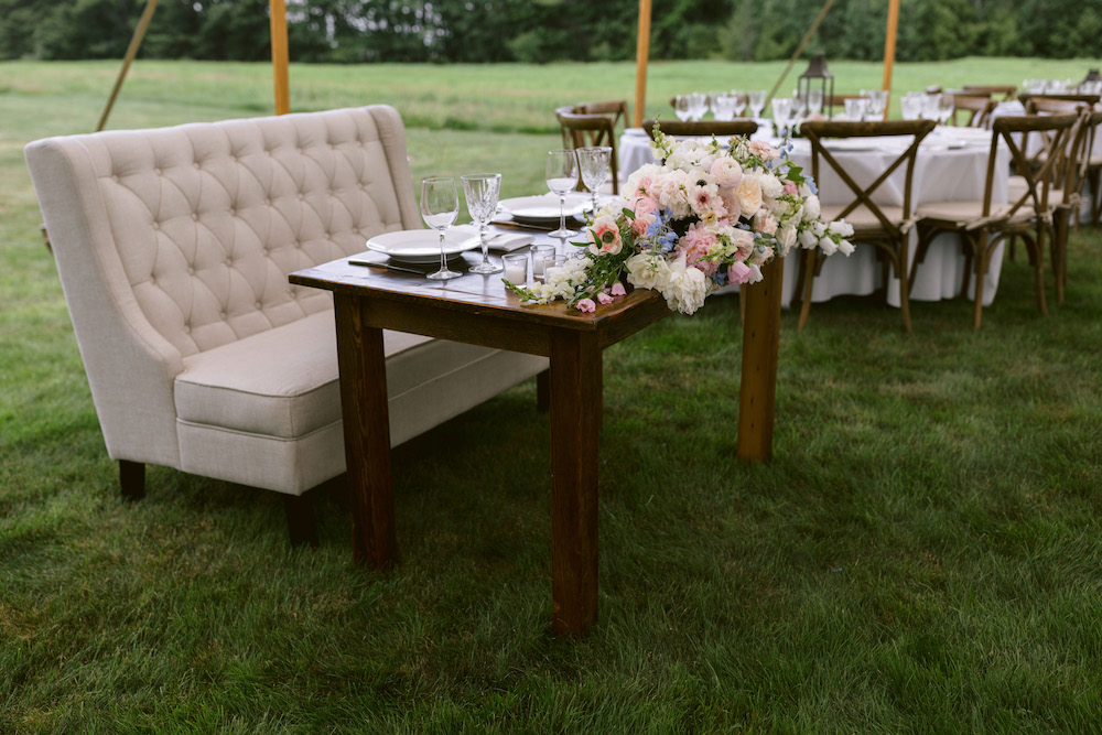 The sweetheart table adorned in pastel hued florals.